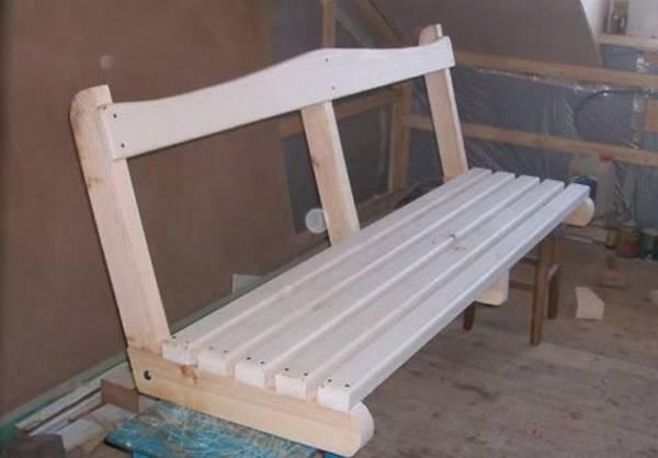 Скамейка для садовых качелей из дерева