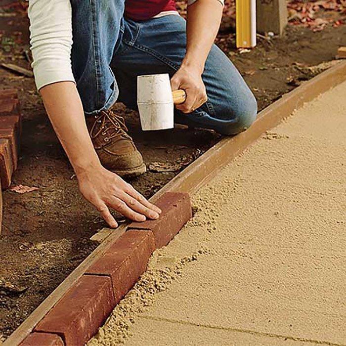 Укладка плитки на садовой дорожке