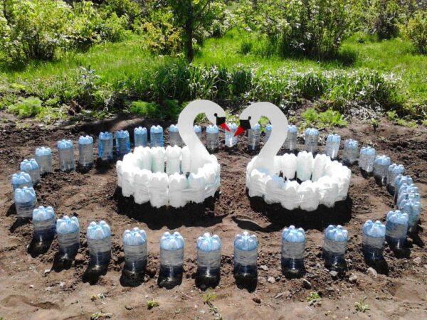 Как сделать клумбы из пластиковых бутылок
